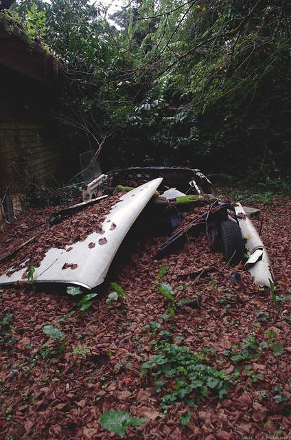 Les voitures abandonnées/oubliées (trouvailles personnelles) 15706232080_9ba181855a_z