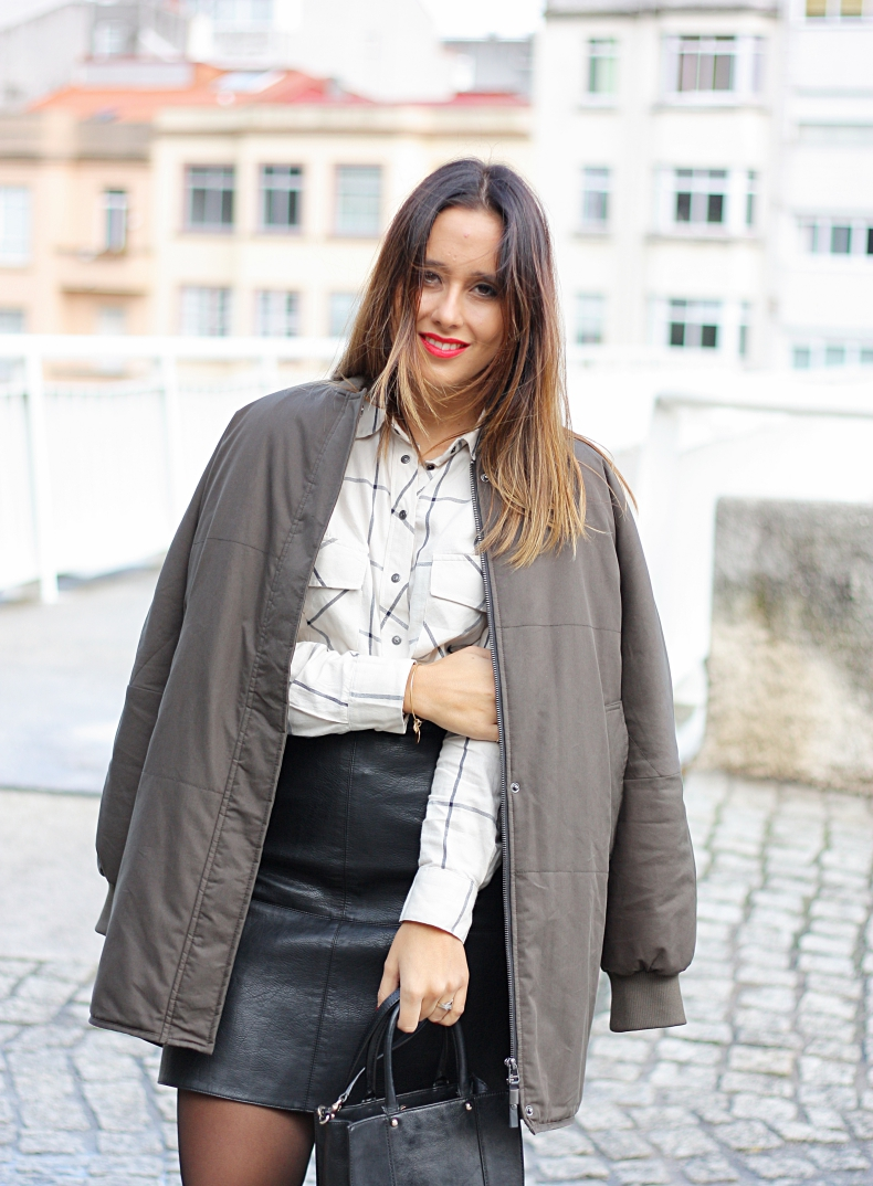 outfit-street_style-bomber-leather_skirt-plaid_shirt-zara_daily-trend
