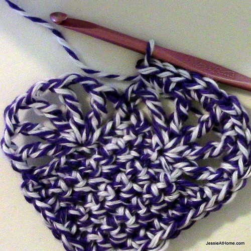 Large-Vintage-Heart-ready-for-border-between-bumps