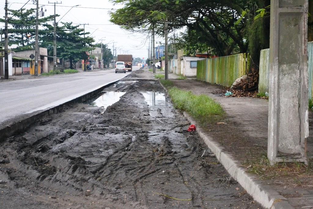 Obra não sai e Bento Rocha continua com crateras, lama e ciclovia intransitável 3