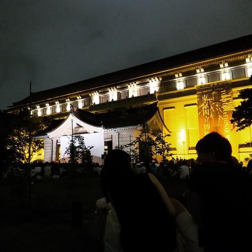 うちらのとこからはバッチリ木がかぶってましだが、映画は堪能しました。 #tokikake #時をかける少女 #東京国立博物館