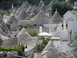 Изображение на Trulli. puglia alberobello trulli rooftops traditional conical