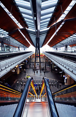 passenger(0.0), sport venue(0.0), vehicle(0.0), train(0.0), transport(0.0), public transport(0.0), skyway(0.0), train station(1.0), metropolitan area(1.0), escalator(1.0),