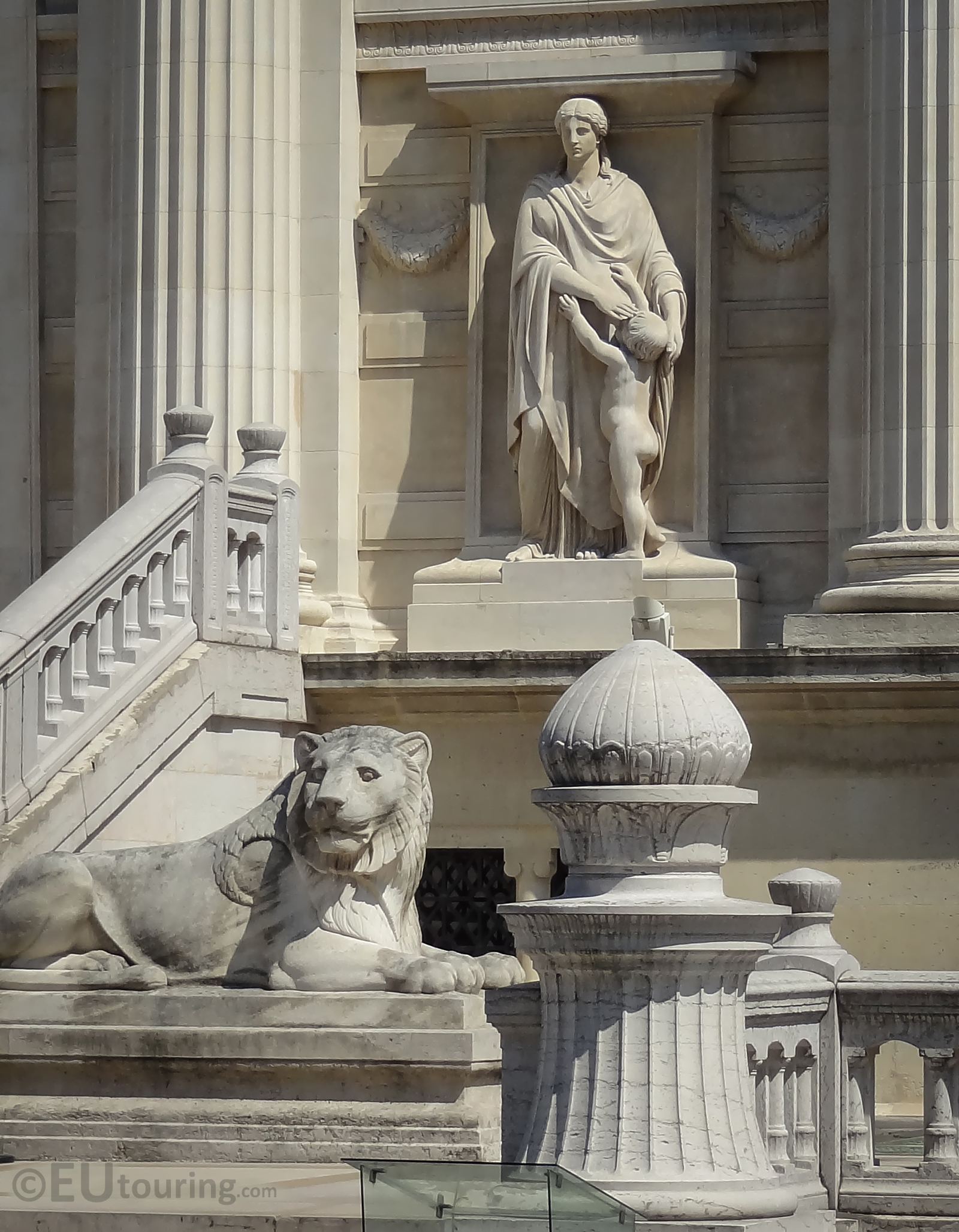 Statues in front of Palais de Justice