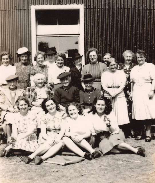Forfar - The Albert Street Wifies (and a puckle Lassies tae) at Glenogil, c 1947
