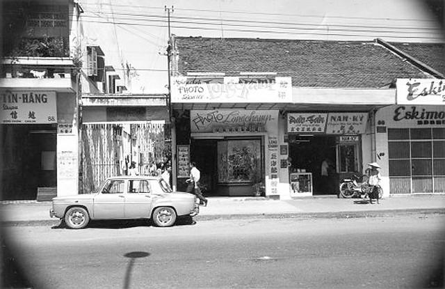 va010922 - Đường Đồng Khánh - Hẻm 86 ĐK - Tiệm kem ESKIMO số 80 ở bên trái