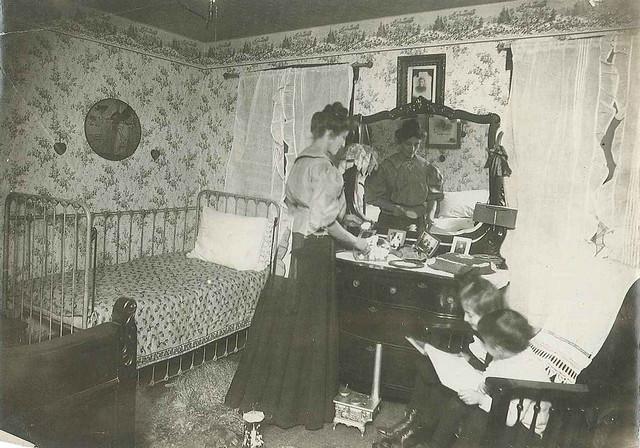 1909-bedroom - iron crib