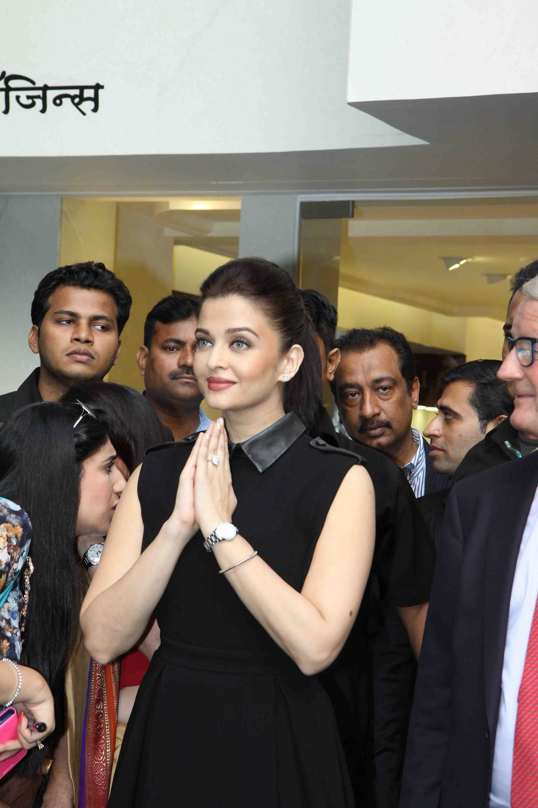 Aishwarya Rai @ New Longines Boutique in Mumbai 12/4 ...