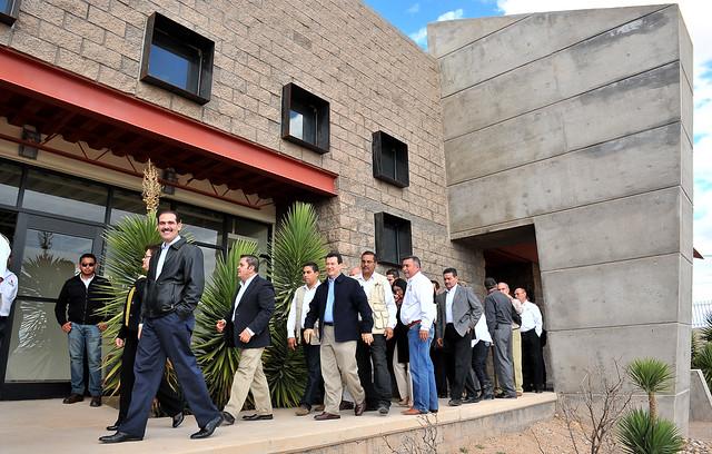 Guillermo Padrés entregó la nueva Casa de la Cultura a Agua Prieta.
