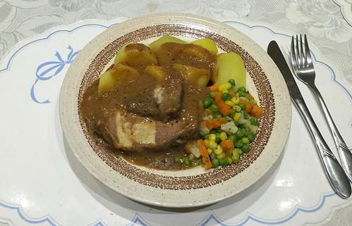 Pork roast with bun stuffing / Schweinebraten mit Semmelfüllung