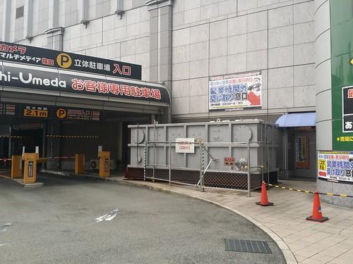 ヨドバシ梅田の時間外受取窓口、わかりづらい。 もともと業者入口だからわかりづらいのは仕方ないところだけど。
