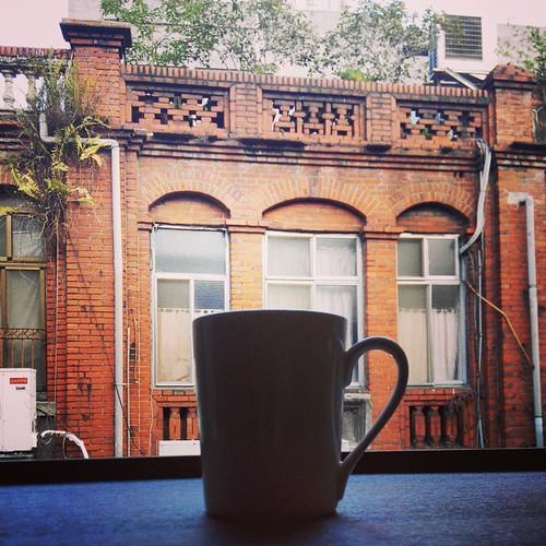對著古意喝咖啡