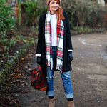 Relaxed winter style: Distressed jeans, tartan scarf, long black coat