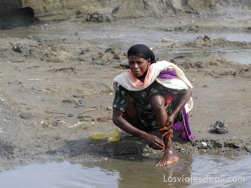 lagos de etiopia mujer en el lago shala