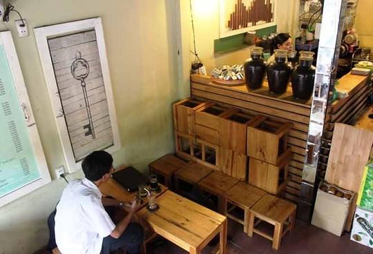 Trào lưu mở quán cafe sạch, cafe take away, hay các nhà hàng ghế gỗ đã vực dậy ngành kinh doanh nội thất gỗ trong nước.