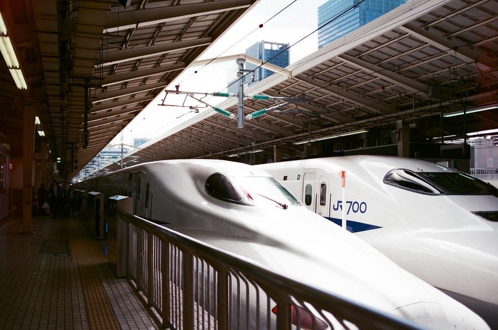 東京駅 Tokyo, Japan / AGFA VISTAPlus / Nikon FM2 抵達東京車站,搭新幹線很快一下就從京都到東京,那時候其實急著去大手町的第一銀行東京分行處理一下錢的問題。  因為估錯旅費,身上現金不足!  Nikon FM2 Nikon AI AF Nikkor 35mm F/2D AGFA VISTAPlus ISO400 0994-0001 2015/09/30 Photo by Toomore