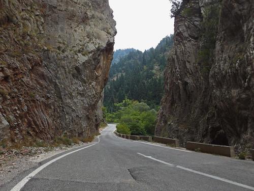 evritania proussos kleidi karpenisi rocks mountain evergreen καρπενήσι προυσόσ ευρυτανία κλειδί βράχια δρόμοσ ομορφιά έλατα