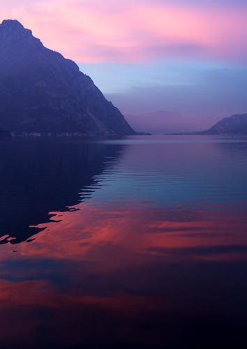 leica red montagne lago rouge italia tramonto lac ciel cielo acqua rosso riflessi montagna lombardia paesaggio lecco groin sera crepuscolo lario naturalcolors lagodilecco inguine naturalcolor rossodisera leonardesco leicaxtyp113