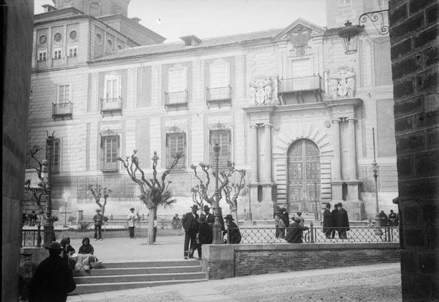 Palacio Arzobispal y Plaza del Ayuntamiento en 1899. Fotografía de René Ancely © Marc Ancely, signatura ANCELY_1899_2542_2546