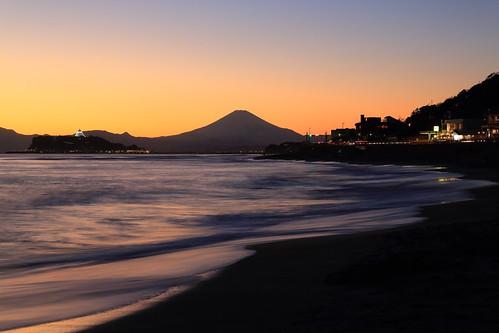 light reflection beach twilight enoshima 富士山 mtfuji 江ノ島 シルエット 稲村ヶ崎 シーキャンドル