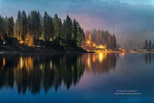 christmas sunset moon lake mountains misty fog clouds reflections evening glow market smoke nevada shoreline sierra resort explore shore drought moonlight basslake darvin darv lynneal yosemitelandscapescom