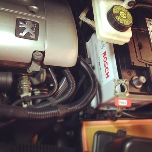 もう10年乗ってるクルマの2回目のバッテリー交換をした。