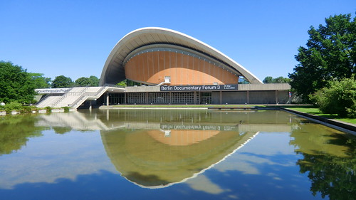 "Berlin - Haus der Kulturen der Welt (""House of the Cultures of the World"") - Schwangere Auster"