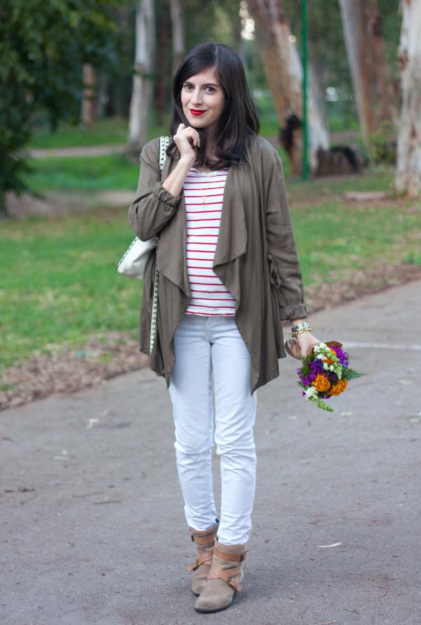 draped utility jacket, stripe shirt, valentino rockstud bag, israeli fashion blogger, tel aviv fashion, fashionpea, white denim, ג'קט צבאי נשפך, ג'ינס לבן, חולצת פסים, אפונה בלוג אופנה, תיק ולנטינו, אאוטפיט