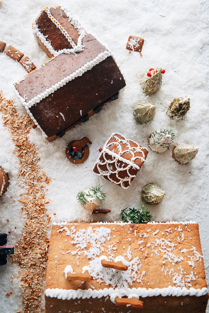 How To Make A Gingerbread House Step By Step Part 3