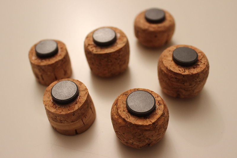 DIY wine cork magnets