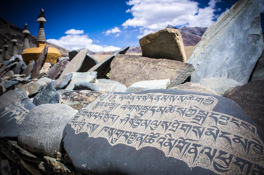Камни мани в деревне Эмму. Долина Занскар © Kartzon Dream - авторские путешествия, авторские туры в Индию, тревел фото, тревел видео, фототуры
