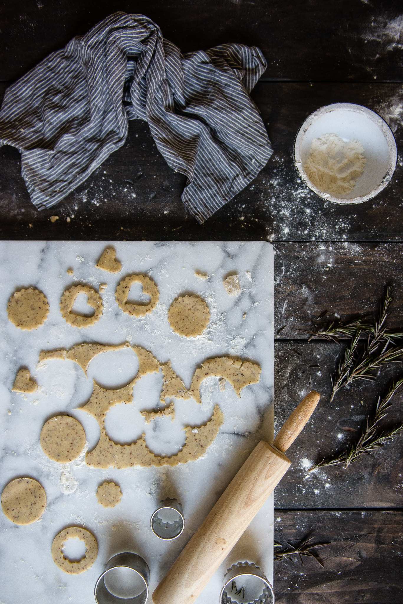 rosemary + salted caramel linzer cookies | two red bowls