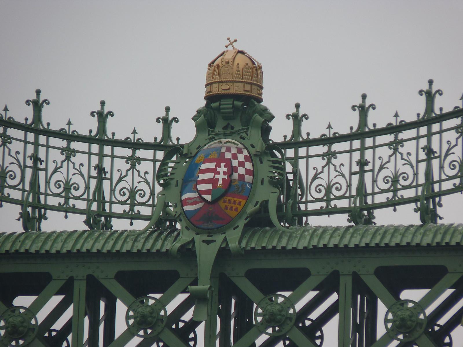eine der vielen Brücken über die Donau