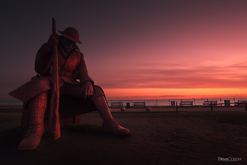 uk statue sunrise north tommy northern northeast seaham 1101 steveclasper