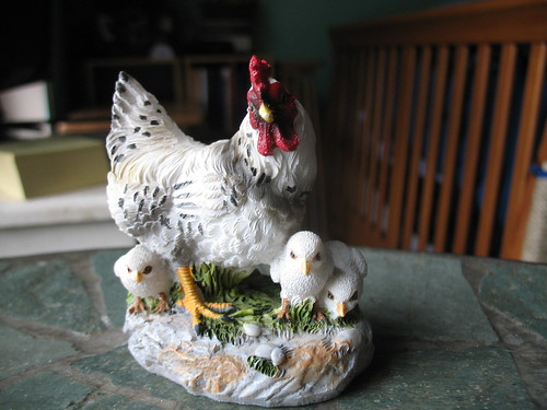Small chicken sculpture