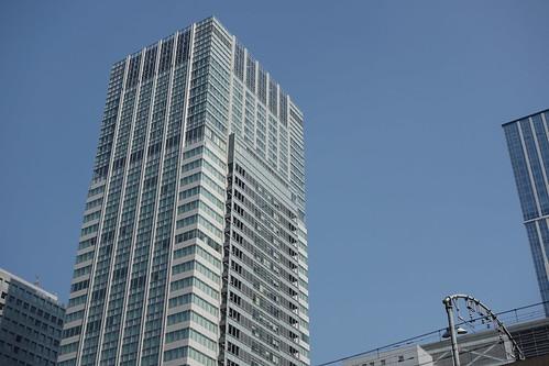 """Tokyo_7 東京都丸の内の高層ビルディングを撮影した写真。 """"サピアタワー"""" である。"""