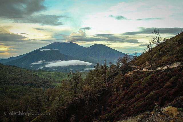 Ijen Crater Mt Raung8-8996rw