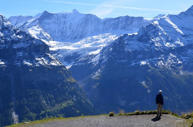Contemplando la caldera del Eiger y el resto de cuatromiles de los alpes