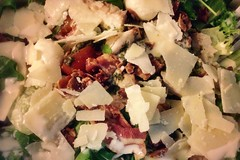 Chicken, rucola and parmesan salad with bacon cris…