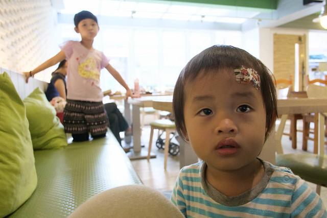 Taipei - Kids at cafe
