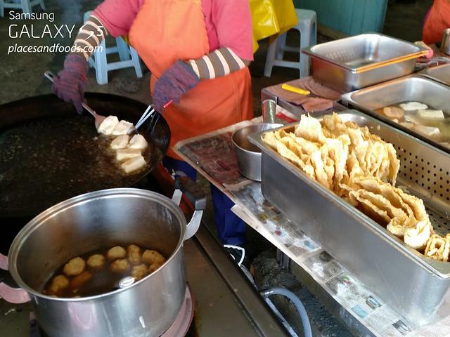 wah kiow yong tau fu cooking
