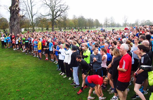 1013 parkrunners getting ready for Bushy parkrun #544