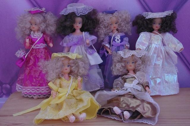 Mignonnes petites poupées... mais qui sont-elles ? 15780405967_9fb60bc31b_z