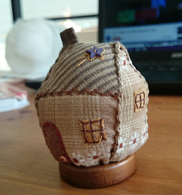 Japanese house pin cushion - side