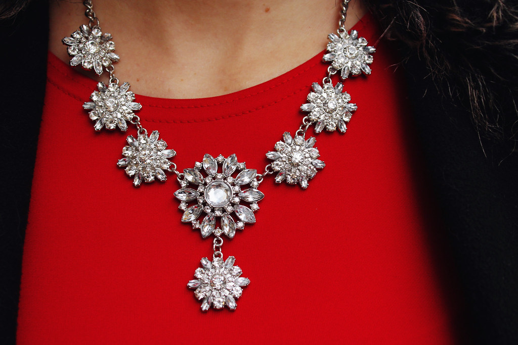sparkly-snowflake-necklace