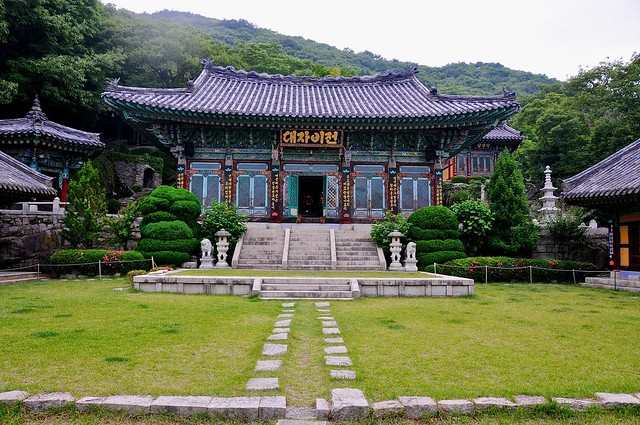 Temple with hangul