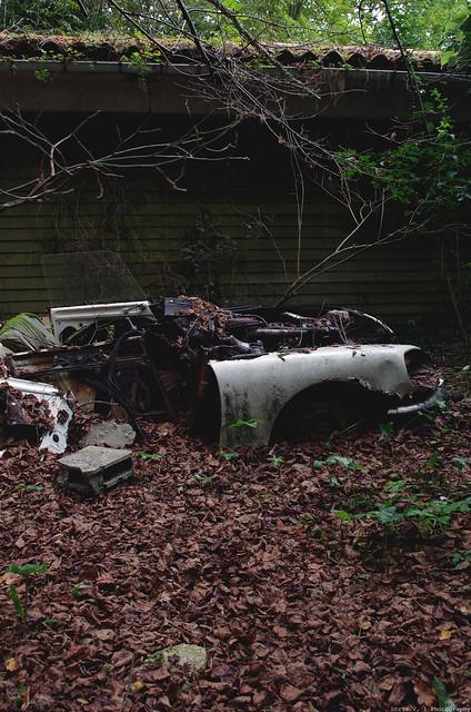 Les voitures abandonnées/oubliées (trouvailles personnelles) 15892888052_c39e4edc68_z