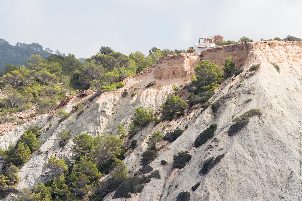 Вилла на скалистом берегу Ибицы