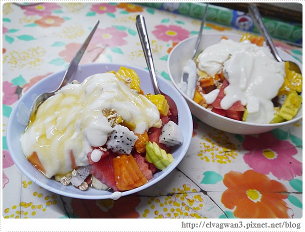 泰國-泰北-清邁-Somphet Market-Tip's Best Fresh Fruit Smoothie-市場-果汁攤-酸奶水果沙拉-燕麥水果優格沙拉-香蕉Ore0-泰式奶茶-早餐-28-641-1