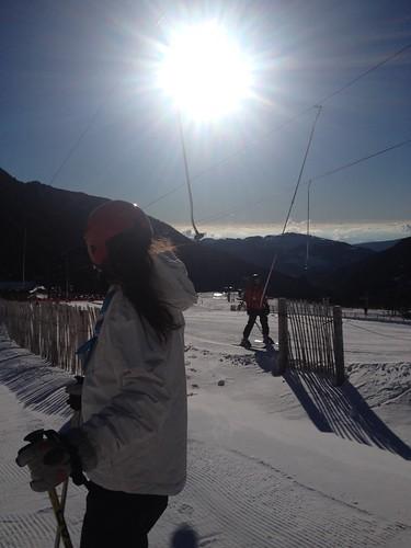 Els joves van a esquiar